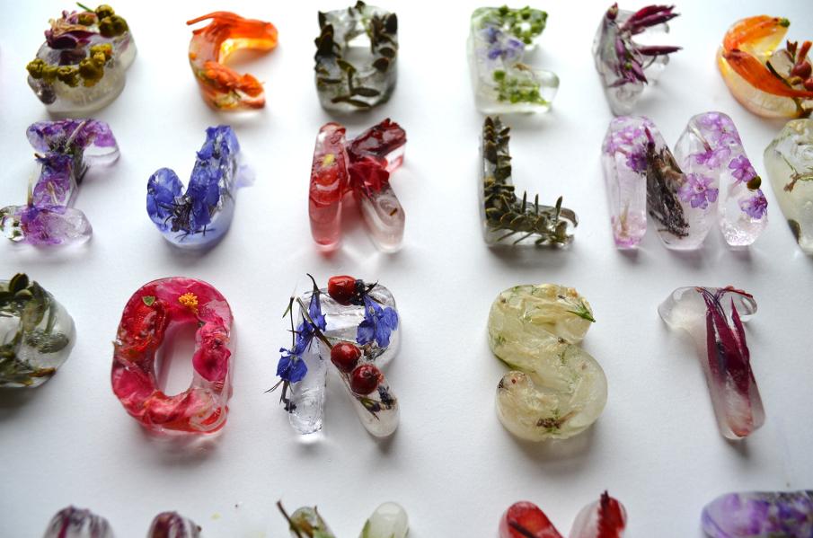 [Todays Art] アルファベットを氷の花で作ったアート