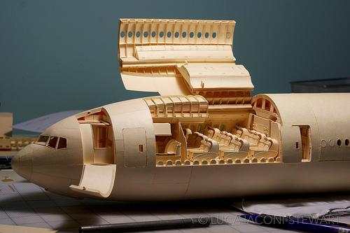 マニラフォルダで作り上げた1/60サイズのジェット機!!