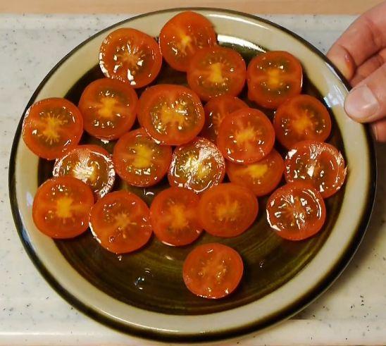 たくさんのプチトマトをたったの1スライスで真っ二つにする方法!!