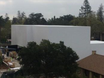 Apple 9月9日に行われるスペシャルイベントの為に専用の3階建の大会場を建設中