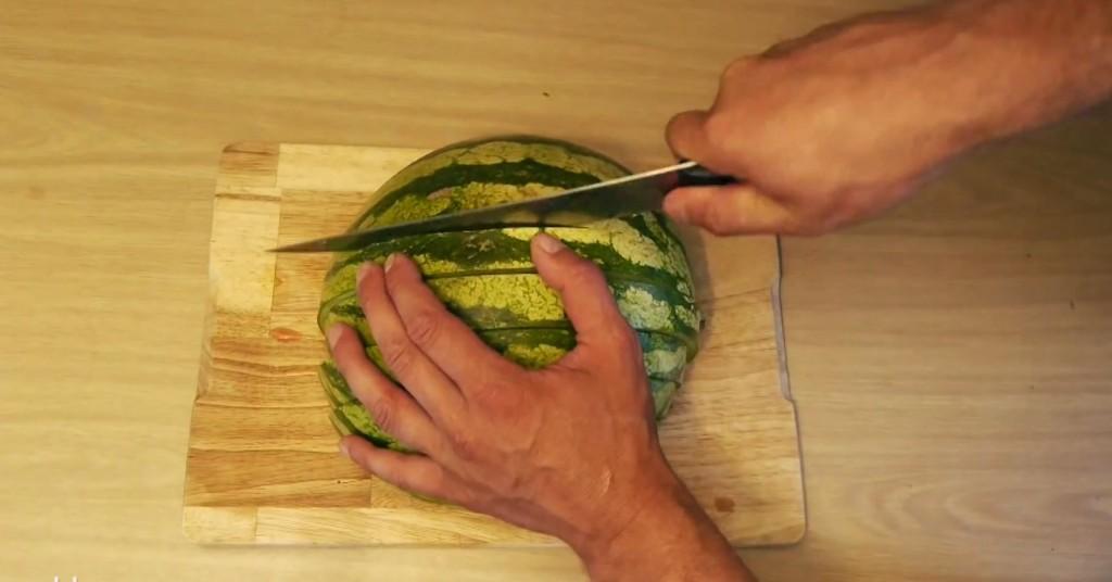 食べやすくて簡単なスイカの切り方!この夏1度は試しておきたい!!